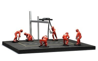 PITSTOP MECHANIC SET WITH 6 FIGURINES + POST AND CABLES RED