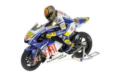 YAMAHA YZR-M1 VALENTINO ROSSI MOTO GP 2009 VALENCIA WITH FIGURINE L.E. 2499 pcs.