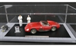 MASERATI 300S DIRTY HERO WITH MOTOR, 2 FIGUREN, ACRYL VITRINE LIMITED EDITION 770 PCS.